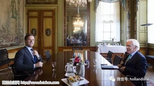 荷兰组阁尝试再次失败,那位骑单车的老人不玩了,前财长接任!