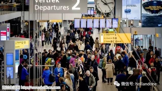 荷兰史基浦机场将迎来旅客出行高峰,想快速通过安检?这里有诀窍
