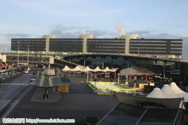 史基浦机场贴心新政策:行李少的人先走