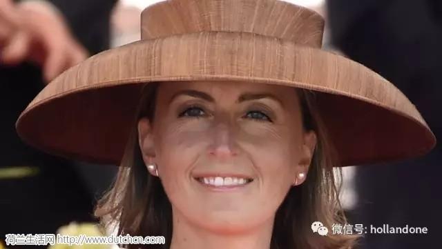 """比利时公主头顶着""""宜家的水果盘"""""""