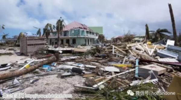 荷兰国王抵达加勒比岛屿,帮助受到飓风袭击的岛民