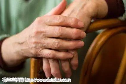 荷兰养老院现状:四分之一老人从不出门,七分之一的老人无人关怀