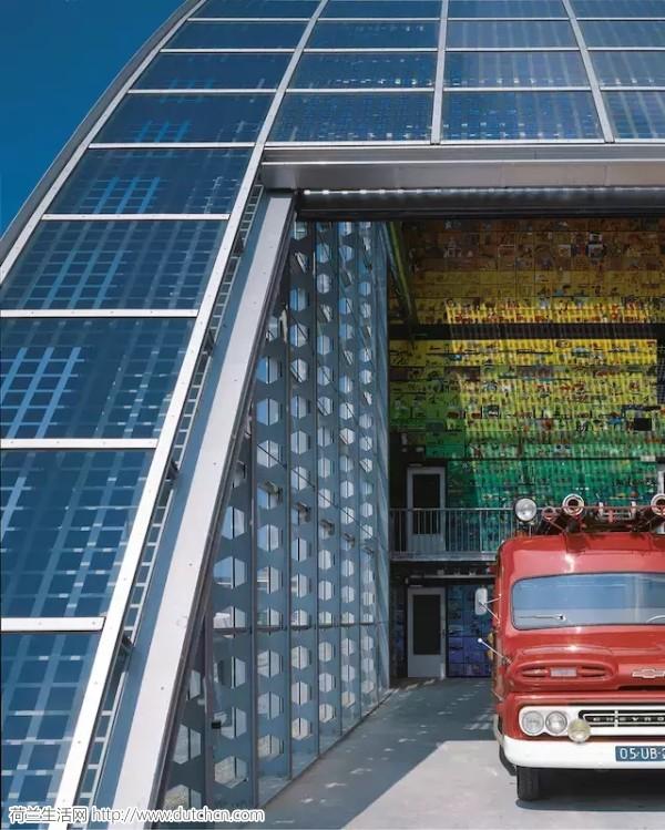 消防站竟然也可以这么酷,看看荷兰这座抛物线建筑