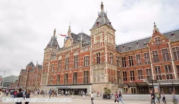 阿姆斯特丹中心火车站播放儿童公园主题曲,以此来避免坏人们闹事