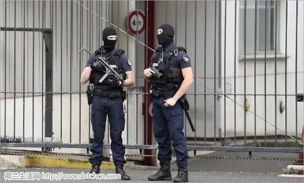 快讯: 法国图卢兹某学校外发生汽车袭击 2名中国学生伤势严重