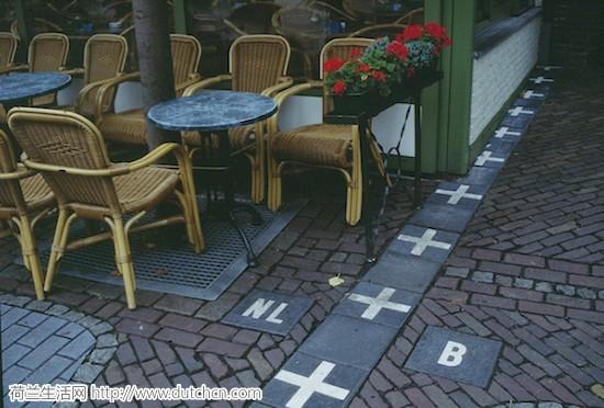 Baarle-Nassau_frontiere_cafe.jpg