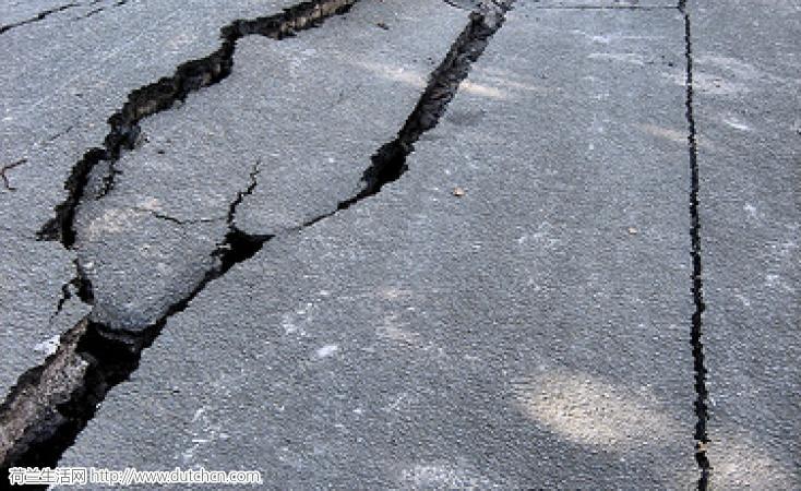 格罗宁根遭5年来最强地震!房屋晃动街道裂开,10公里内震感明显