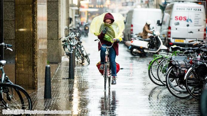 极端天气再袭!150公里/时飓风&雨雪冰雹,荷兰人都说:太少见了!