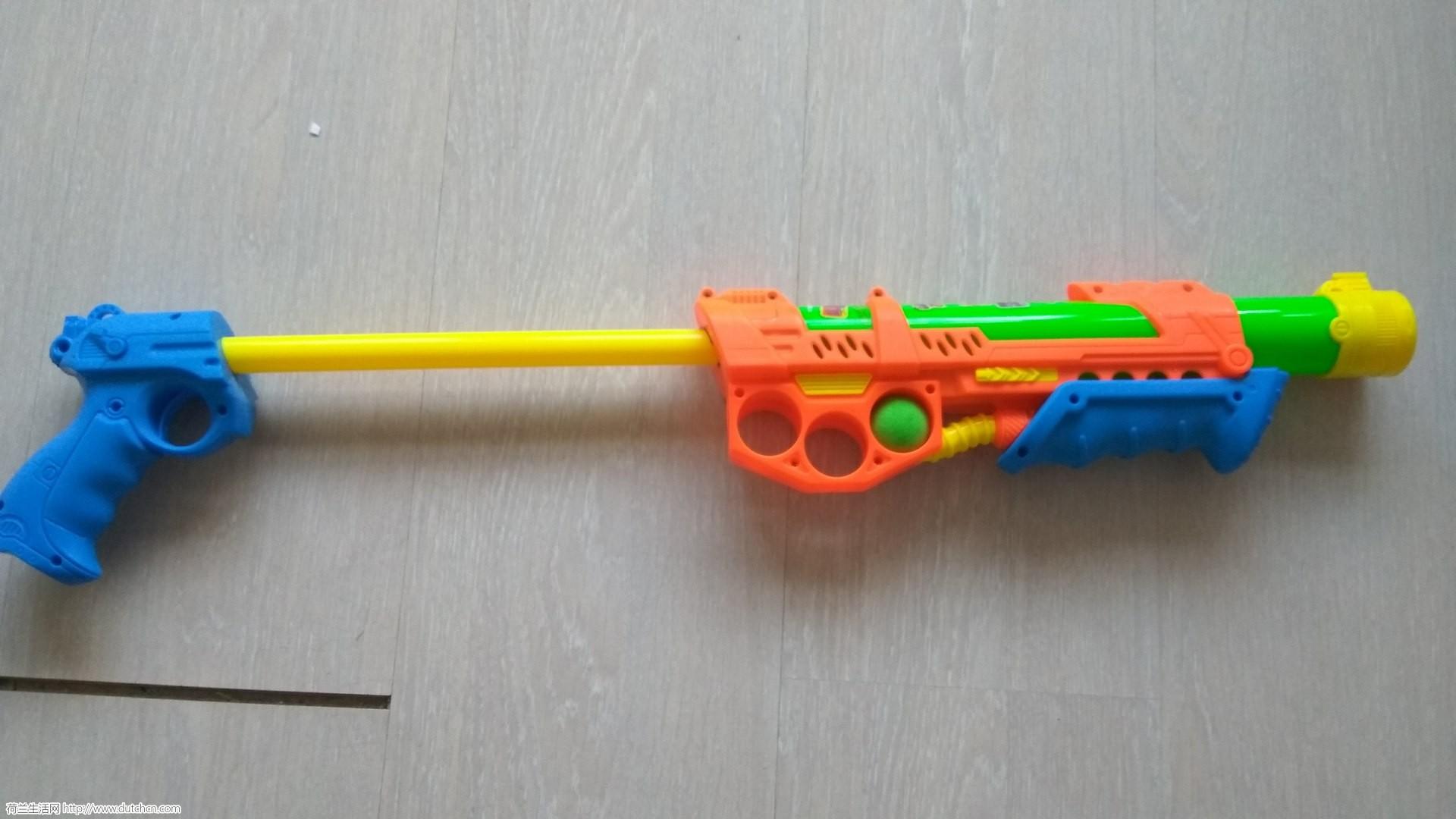 鹿特丹。出售一些小朋友的玩具。