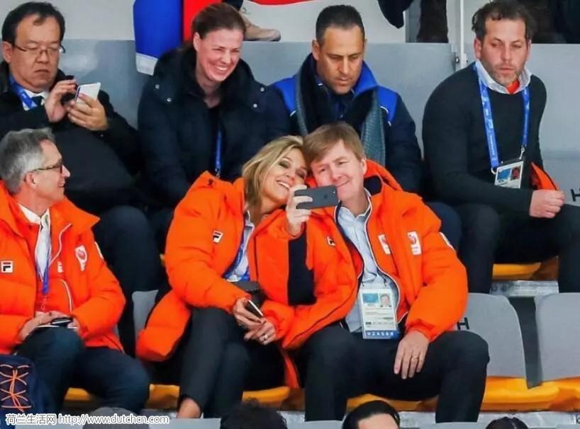 荷兰国王王后现身平昌冬奥会 : 加油助威还顺便秀了把恩爱!