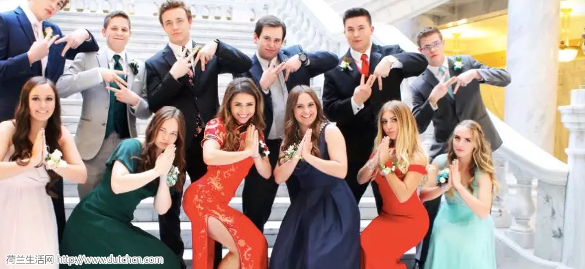 外国妹子穿旗袍参加舞会,却被亚洲网友骂惨:你在侮辱我们文化