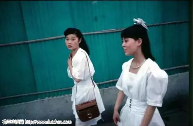 这个不会中文的荷兰人,拍下了28年前没有PS的中国,惊艳全世界