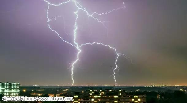 在荷兰还想过夏天?强势雷暴即将来袭!还有洪水!你那中招了吗
