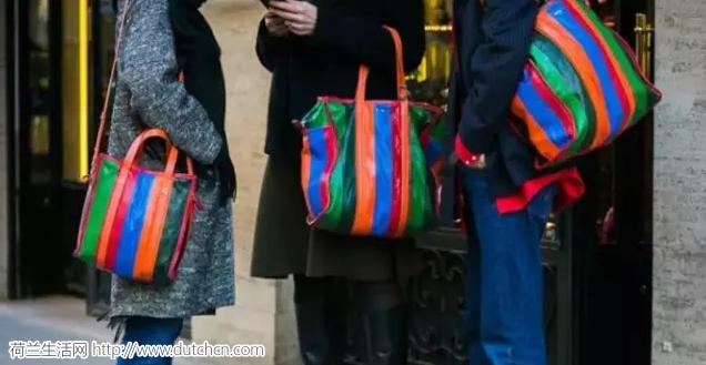 还在嫌弃奢侈包包贵?那是因为你没买对!1个包包,5种搭配…