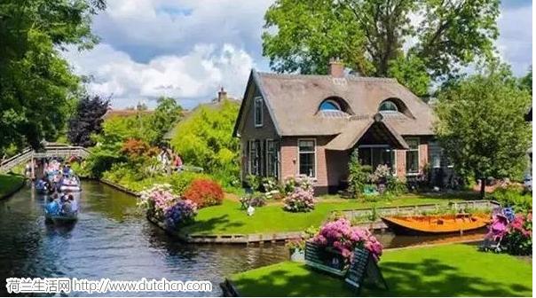 """这个700年都进不去车的荷兰小镇,竟然被""""中国神器""""拿下!"""