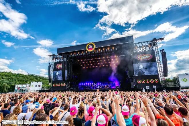突发!荷兰PinkPop音乐节发生恶意卡车冲撞人群!1死亡3重伤!