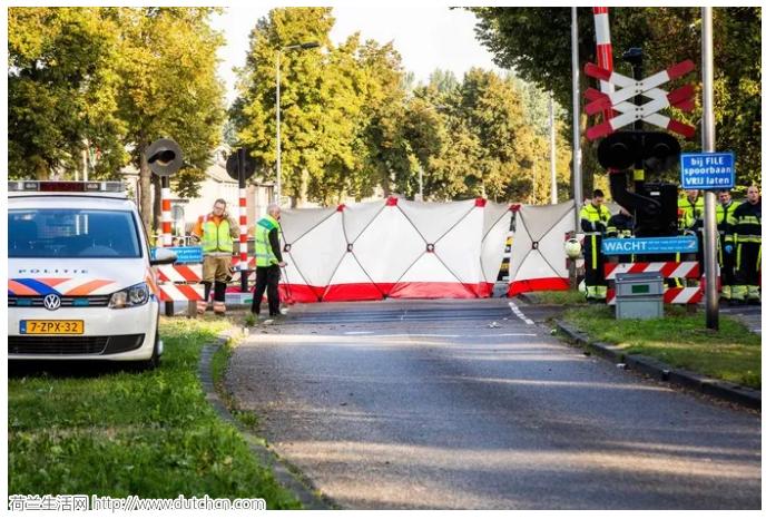 荷兰发生三轮车撞火车交通事故 四名儿童死亡两名重伤