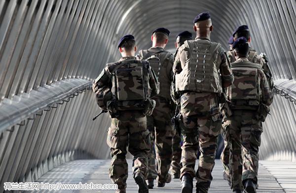 法国巴黎市郊发生爆炸事故 致6名军人受伤