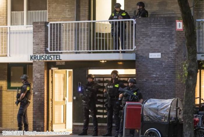 又抓到恐怖份子?荷兰警方今晨在四个城市抓捕七人