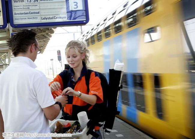 """嫌弃荷兰火车破?NS这款新型""""奢华火车""""有酒吧书店还能睡觉!"""