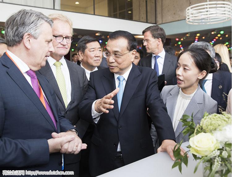 李克强总理与荷兰首相共同参观荷兰高新技术展并出席企业家圆桌会