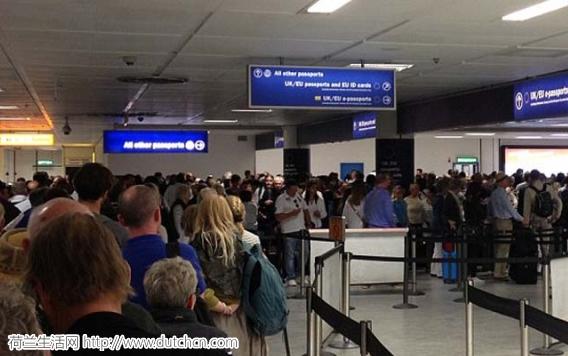 英国伦敦机场发现可疑包裹 目前暂时临时关闭