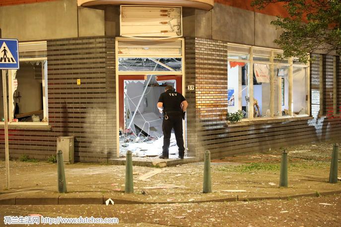 突发!海牙HS火车站附近昨夜发生剧烈爆炸案!请各位出入附近的朋友们注意安全!