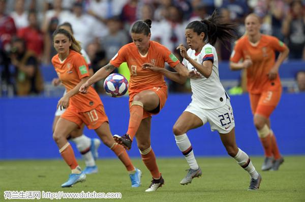 美国女足2:0击败荷兰女足成功卫冕,第四次捧得女足世界杯