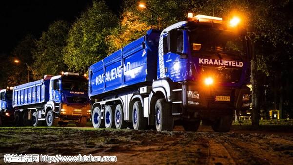 建筑工人示威最新消息:首批重型工程车已抵达海牙,部分电车公交已停运或改道