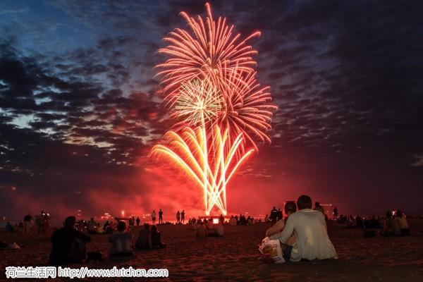 好消息!被暂停的斯赫弗宁恩海滩国际烟花节今年冬天继续举行