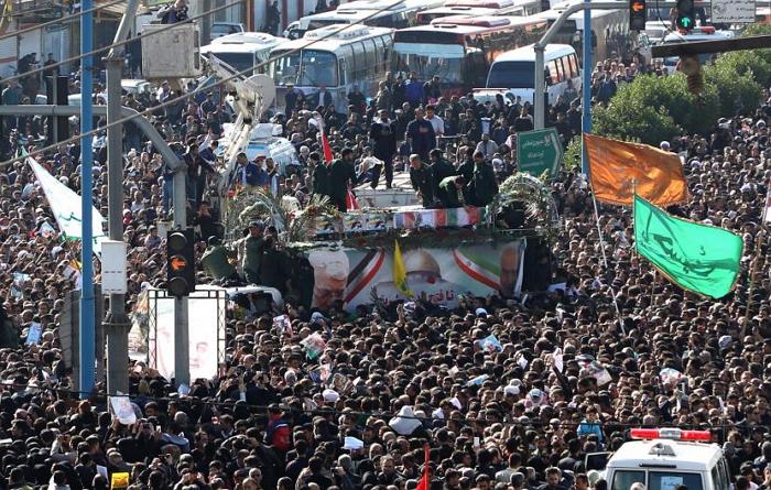 悲剧!伊朗苏莱曼尼送葬队伍发生踩踏意外,已致35死48伤
