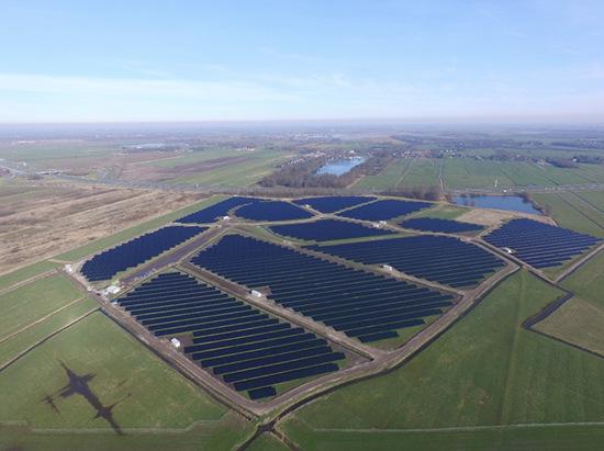 荷兰40公里道路上的太阳能园区初具雏形