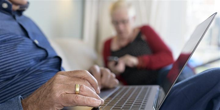 荷兰越来越多老年人使用社交媒体