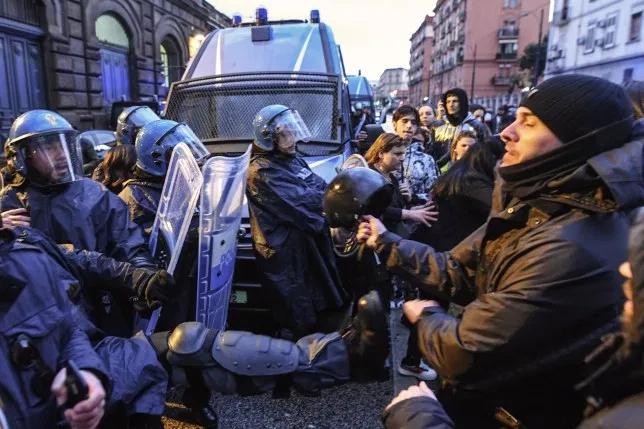 不满新冠肺炎疫情新规,意大利多所监狱发生暴动事件,已致6人死亡