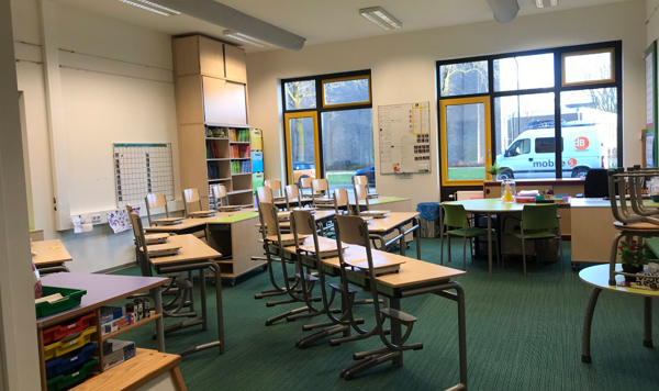 教师出现症状,荷兰北布拉邦省10,000多名学生不能上学