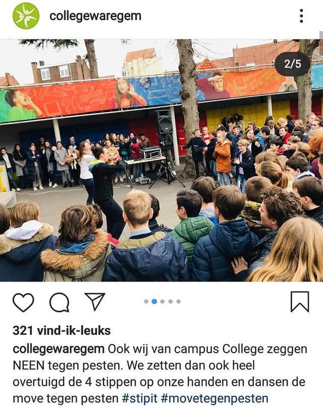 """歧视!荷兰学生穿中国传统服饰拍照,还拉眼角举""""病毒时刻""""标牌"""