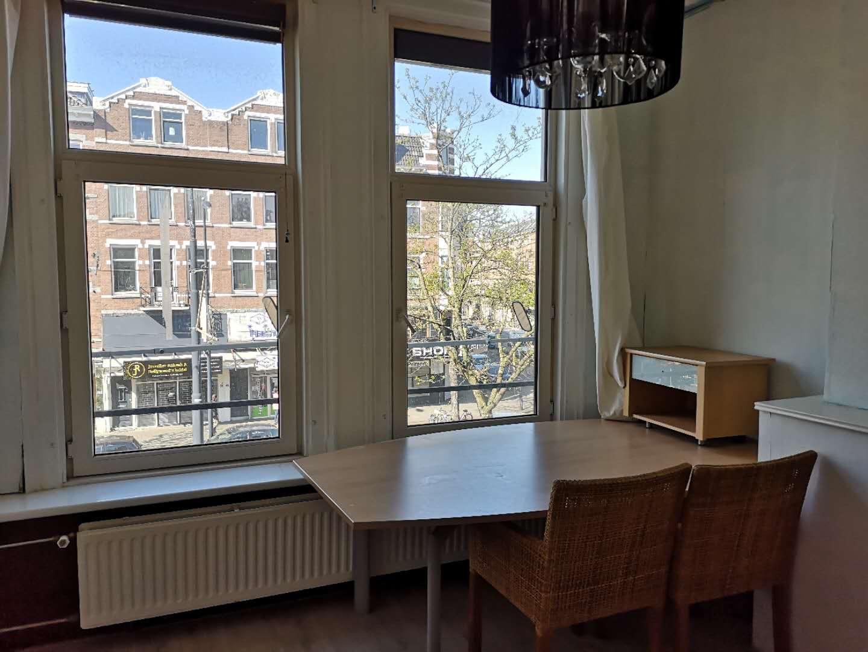 鹿特丹市中心唐人街西25平方大床房即日起可租