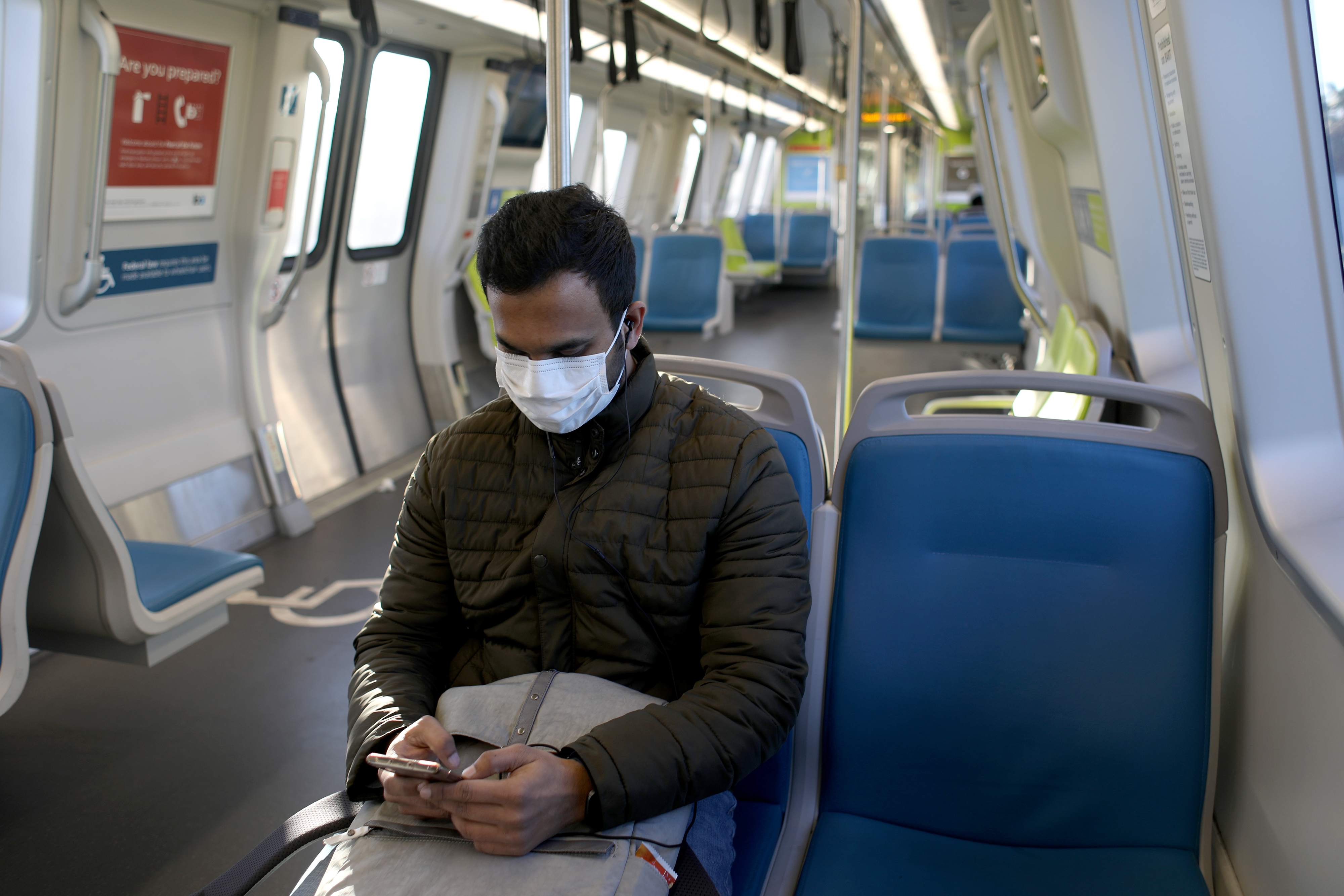 公交戴口罩.jpg