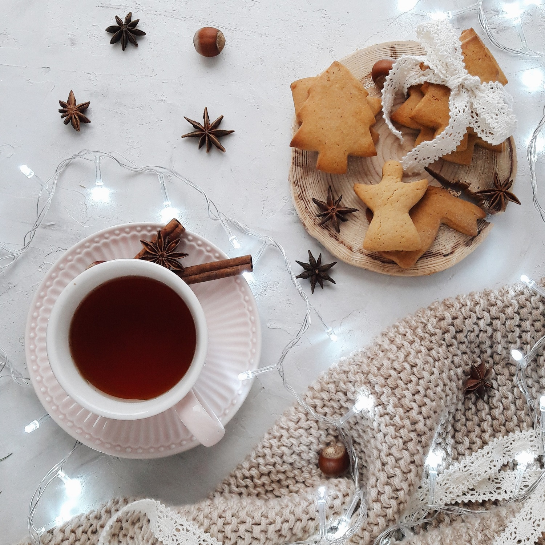 photo-of-white-ceramic-mug-near-cookies-3750709.jpg