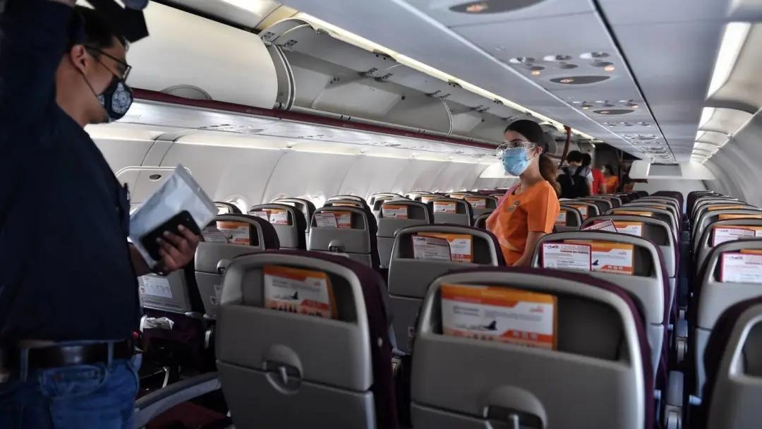 为什么飞机上不需要遵守一米半规则?荷兰航空专家这样说