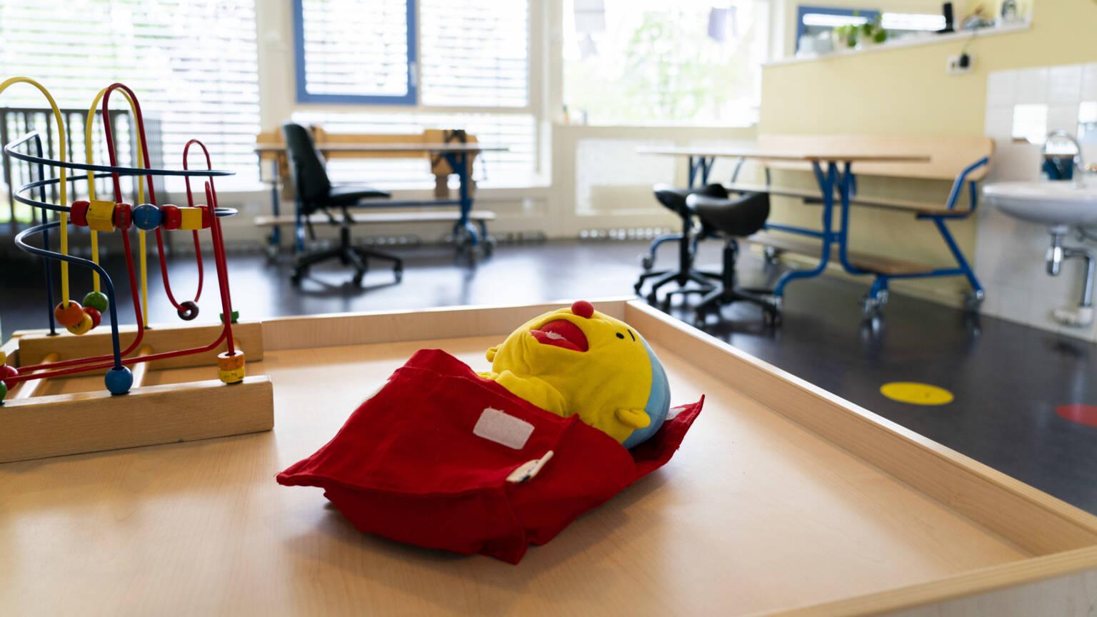 荷兰卫生部门:6岁以下儿童感冒可继续上学,无须待在家中