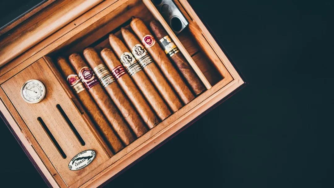 让海明威爱不释手的物品,制作工艺差点失传!海牙雪茄店珍藏