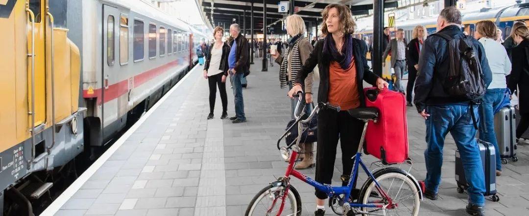 疫情期间荷兰坐火车,只要正确戴口罩就好了?不是,还有这些细节需要注意