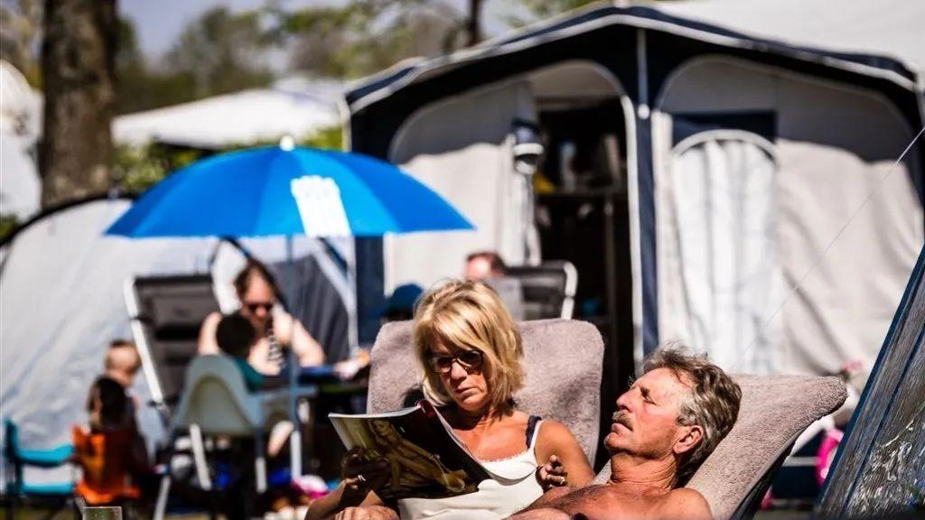 荷兰人最喜欢夏天度假的地方换了…因为这里可以不用戴口罩
