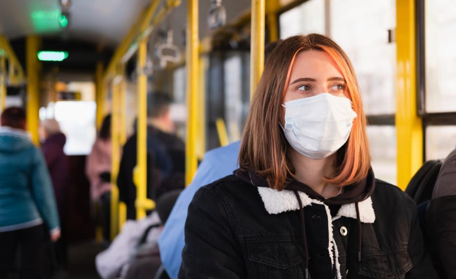 荷兰病毒学专家:保持距离都做不到,谈什么强制民众戴口罩