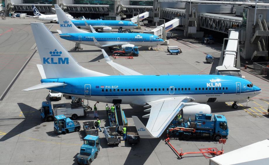 荷航飞机上发生打斗事件,两名乘客因不愿意戴口罩而闹事