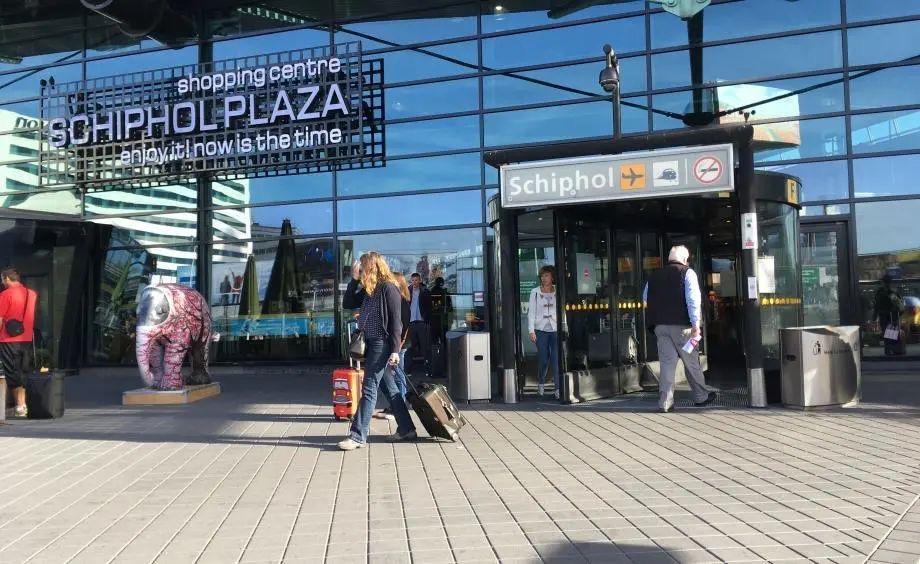 100多人飞机抵达荷兰之后被确诊,专家预计人数将持续上升