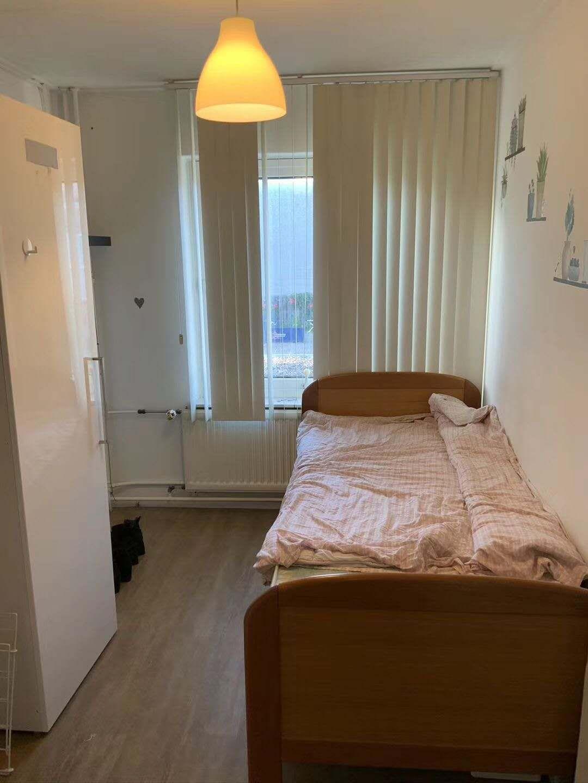 舒适小房间待租,限女生,房间约7-8平米,370欧全包