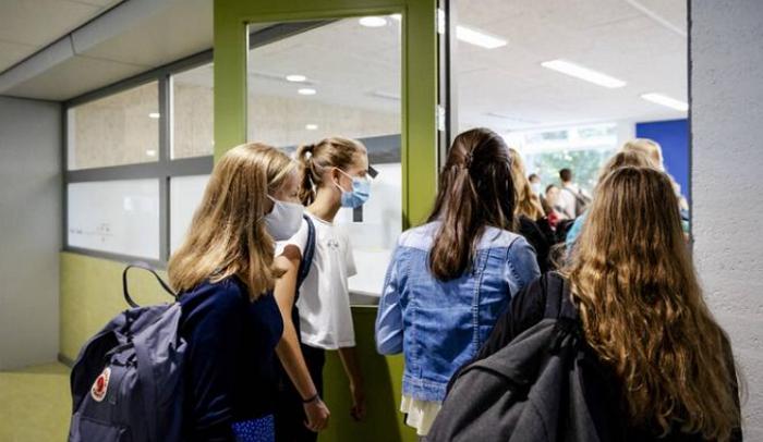 荷兰病毒和安全专家均表明疫情不乐观,教育部长仍表示要开放大学
