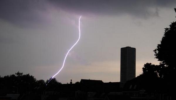 快讯:荷兰气象研究所发布黄色天气预警,大部分地区有大到暴雨